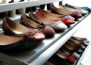 הסוף לבלגן - פתרונות אחסון נעליים שאת חייבת בחדר