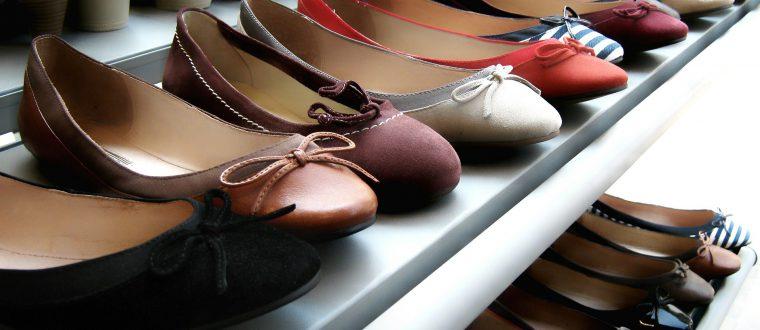 הסוף לבלגן: פתרונות אחסון נעליים שאת חייבת בחדר